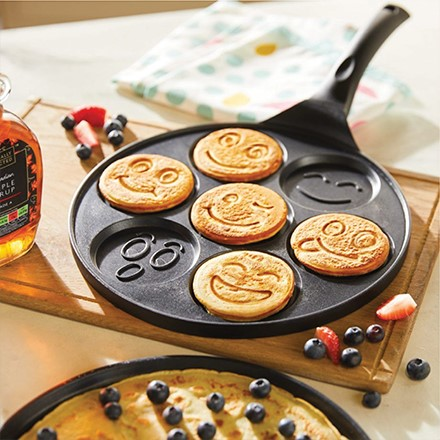 This emoji pancake pan makes 7 unique pancakes at a time - the perfect addition to your family breakfasts! Non-stick makes it easy to flip.